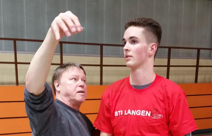 Leon Püllen und HBV-Trainer Stephan Wehner